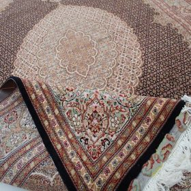 Classical machine knotted carpets