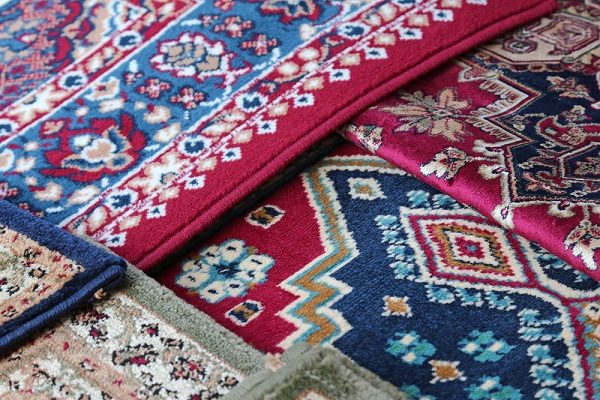 Exotic details in the apartment with oriental carpets