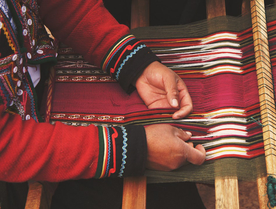 Making hand-knotted carpets traditionally